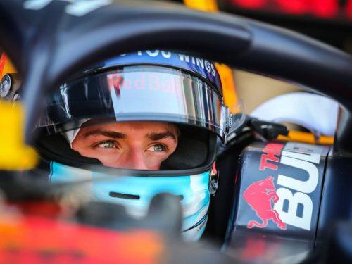 Il pilota Red Bull Junior Team Jüri Vips con KIC